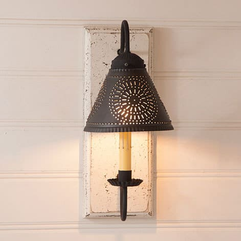 Crestwood Sconce in Americana Vintage White Image